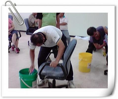 清潔專業訓練-清洗潔椅子