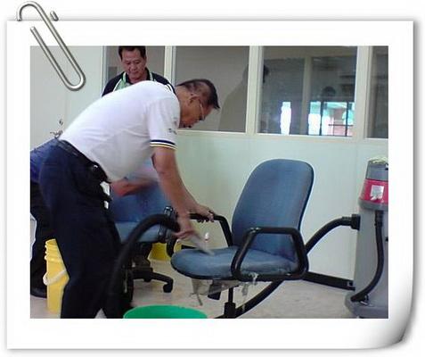 清潔專業訓練擦拭桌椅